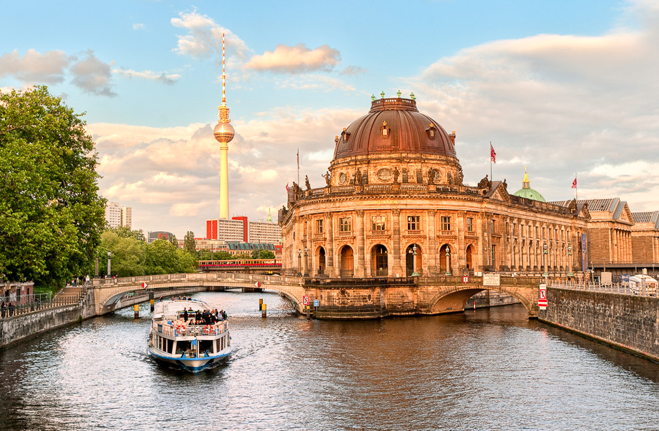http://www.bootz.be/eBusinessFiles/ImageFiles/fotos/DE4BLA/Berlin-copy-640x290_export_w950.jpg