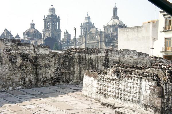 Quetzalcoatl-y-Tezcatlipoca